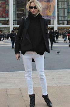 WHITE JEANS with black boot and black top